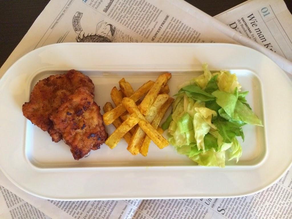 Kalbsschnitzel, Pommes Frites & Salat