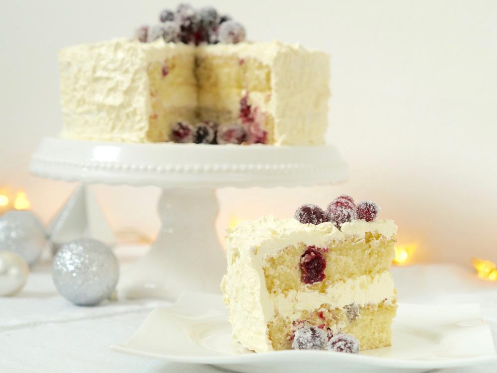 {Adventsbesuch} Weiße Weihnachtstorte mit Cranberries