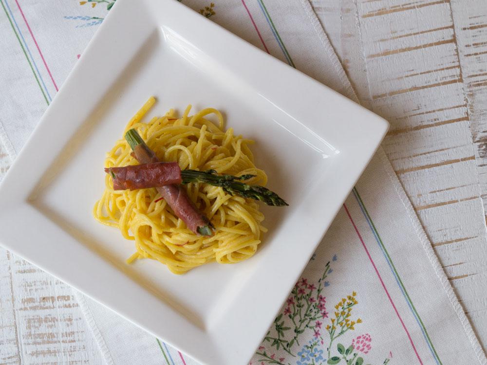 Orangen-Spaghetti mit Ofen-Spargel