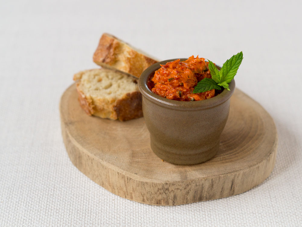 Keine Grillparty ohne Paprika-Minz-Butter