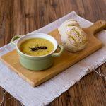 Kürbis-Suppe mit Kürbisbrötchen