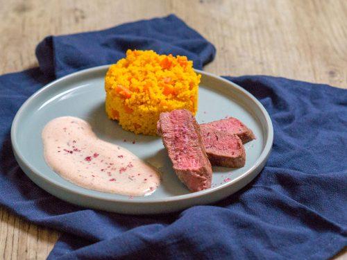 Lammlachse mit Möhren-Couscous und Joghurt
