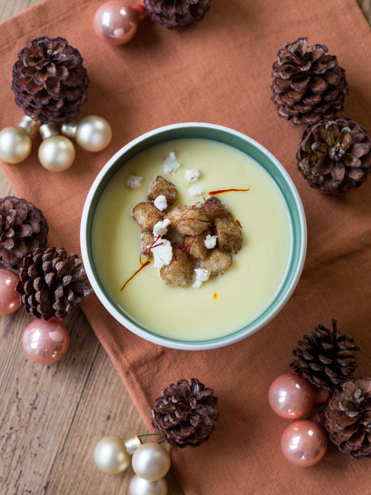 Blumenkohl-Safran-Suppe mit Zimt-Croutons